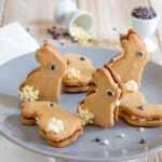 LITTLE BUNNIES OF SHORT CRUST PASTRY AND WHITE CHOCOLATE