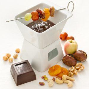 frutta secca nel manto di cioccolato con salsa al caffè